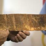 Manuscrito más antiguo de los Diez Mandamientos se muestra en Israel