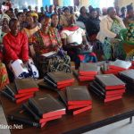 Pueblo Safwa recibe Biblias por primera vez traducido a su propio idioma